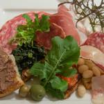 Giglio - トスカーナの伝統的な前菜盛り合わせ