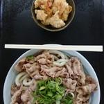 100618271 - 肉ぶっかけ(冷・中)と鶏皮揚げ