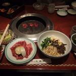上野太昌園 - Cランチ1180円ランチカルビ、ビビンバ、ワカメスープ