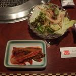 上野太昌園 - Cランチについてきたキムチとサラダも手を抜いていない