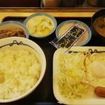 松屋 - ソーセージエッグ牛皿定食 (税込)400円 ※味噌汁開封後(2019.01.23)
