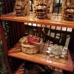 タイ料理レストランThaChang - 入ってすぐの飾りつけ