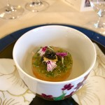 Yokohamamotomachimutekirou - 富士の湧き水で育った鱒の自家製・軽いフュメのタルタルと海藻のジュレ             ブロッコリーのブラマンジェとまるで「畑のクリーム」のようなカリフラワーのブルーテ