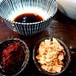 100642462 - 「ガーリック&辛ダレ」+「刺身醤油」