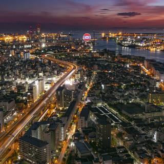 【ベイエリアの夜景】窓からは天保山の大観覧車、淡路島を一望