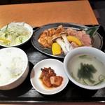牛若 - 牛若ランチ・ホルモン定食¥1000