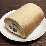 100646854 - 白あんと黒豆のロールケーキ