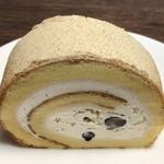 100646855 - 白あんと黒豆のロールケーキ