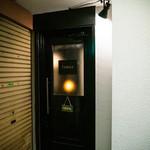 シーシャカフェ&バー fumus - エレベーター降りてすぐです!