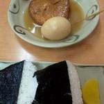 つばめ - 料理写真:むすび(一皿) 200円、おでん(玉子、丸天) 100円×2