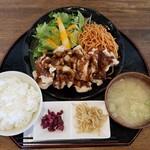 ごちそうさん食堂 - 名古屋唐揚げ定食(756円)です。