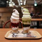 マノア バレー カフェ  - プレミアムミルクのソフトクリームパフェ MIXベリー 小倉抹茶☆