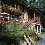森のレストラン - 森の中の別荘のよう
