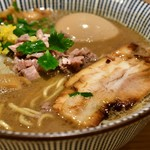 自家製麺 MENSHO TOKYO - ラム煮干中華そば(味玉)@税込850円