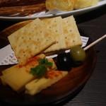 100679202 - チーズ&クラッカー
