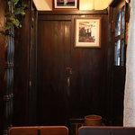 リスボン珈琲店 - 椅子にも粋なロゴが