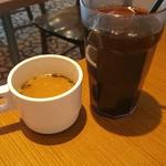 アメリカンハウス - スープはちょっと塩っぱいけど  チキンと野菜の切れ端入りでした(*´>ω<`*)