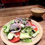100686925 - 自家製カジキマグロのコンフィ 季節野菜のサラダ