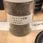 100689438 - ミルと岩塩。ミルだと細かくなり過ぎ