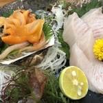 100697669 - 熊本沖のさわらと山口産の赤貝。