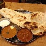 インド定食 ターリー屋 - ナンがでっかいぞ!