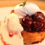ロンカフェ - ブラックチェリーの赤ワイン煮のフレンチトースト
