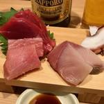 貫田川 - 刺し盛り三点780円は生本マグロと寒ブリとタコをチョイス