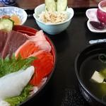 めしや - 料理写真:ランチメニューの海鮮丼