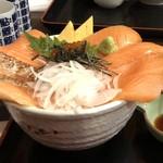 じもの亭 - サーモンづくし丼