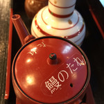 鰻割烹 伊豆栄 - おいがけ用のタレがあります