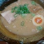 越後秘蔵麺 無尽蔵 - 豚骨醤油ラーメン650円