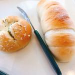 パン・デ・パルコ - 料理写真:キーマカレーパンと塩バターロール