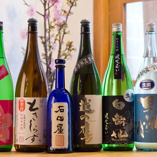 店主が厳選した日本酒とワイン。東京では珍しい種類を多数ご提供