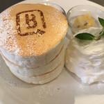 B PORTLAND CAFE - なかなかの量のホイップクリーム
