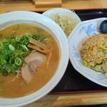 味点 - 料理写真:サービスランチ(味噌ラーメン+半チャーハン) ¥850