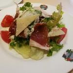 100738934 - スペイン生ハムとマンチェゴチーズのサラダ