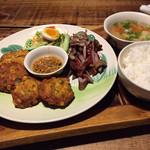 熱帯食堂 - 料理写真:おかずランチ バビパンガン。