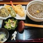 蕎麦一 - 温かい蕎麦(天ぷら付き)