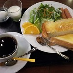 カフェ&ダイニング イリス - 料理写真:モーニング 600円 土曜日朝7時 テレビが煩く感じます。ドリンクお代わり200円