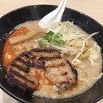 頑者製麺所 - 炙り肉のせ濃厚魚介豚骨味噌ラーメン