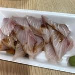 隠岐の島水産 - これ寒ブリのお刺身(ㅇㅁㅇ)ボリュームも凄いし500円レベルじゃない!(ㅇㅁㅇ)(ㅇㅁㅇ)脂トロトロ♪