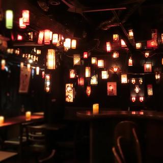 同じフロアーにある姉妹店のBarは行燈に包まれた幻想空間