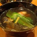 日本料理 たかむら - 吸物  花びら餅仕立てのお椀 すっぽんと比内地鶏のガラスープ
