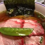 100758892 - 醤油チャーシュー麺 ¥950-(税込)                       具材のアップ