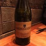パイス バスコ - Castillo Monhardin CHARDONNAY Reseerva: 樽のしっかり効いた白ワイン。シャルドネの特徴がしっかり。