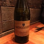 Pais Vasco - Castillo Monhardin CHARDONNAY Reseerva: 樽のしっかり効いた白ワイン。シャルドネの特徴がしっかり。