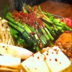 とり衛門 - イチオシ!キノコたっぷり鶏辛鍋。二人前1980円