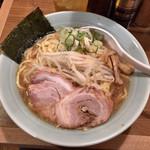 麺通 - らーめん:太麺(背脂醤油) 780円 大盛+100円
