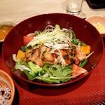 大戸屋ごはん処 - 彩り野菜と炭火焼きバジルチキン