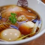 らぁ麺 とうひち - 料理写真:鶏醤油らぁ麺 味玉トッピング